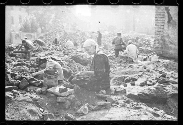 1940-1944: Woman Sitting In The Ruins Of The Synagogue On Wolborska Street, Destroyed By The Germans In 1939