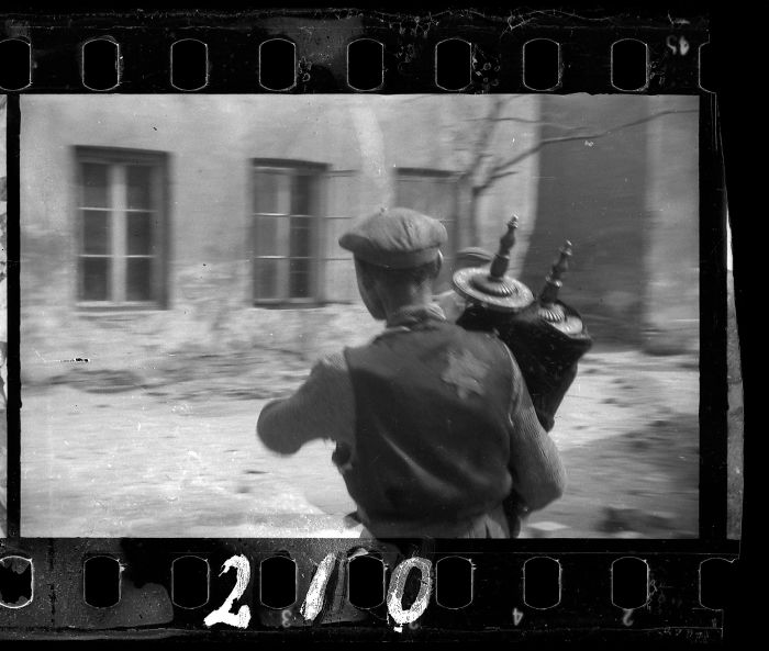 1940: A Man Who Saved The Torah From The Rubble Of The Synagogue On Wolborska Street