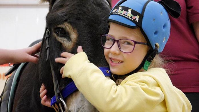 therapy-donkey-helps-girl-speak-amber-3