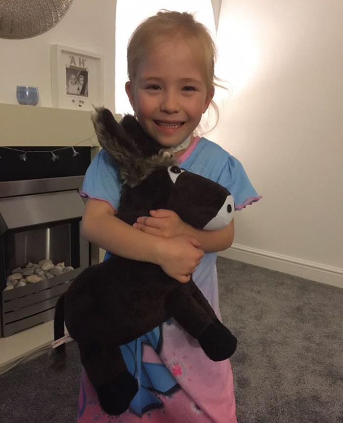 therapy-donkey-helps-girl-speak-amber-19