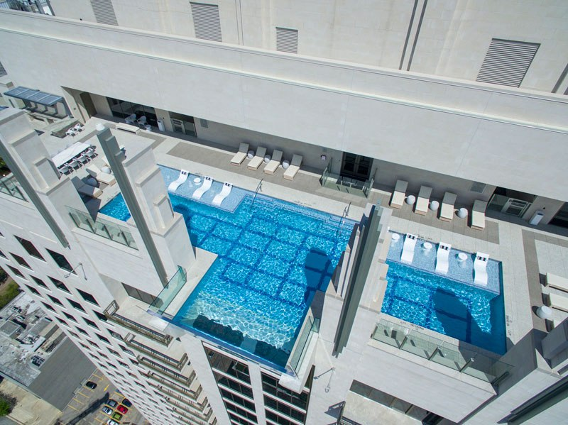 sky pool market square tower houston 5 This Glass Bottomed Pool Lets You Admire the Ground 500 ft Below