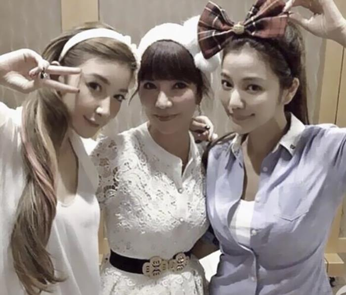 youthful-taiwanese-woman-mother-sisters-lure-fayfay-sharon-hsu-7
